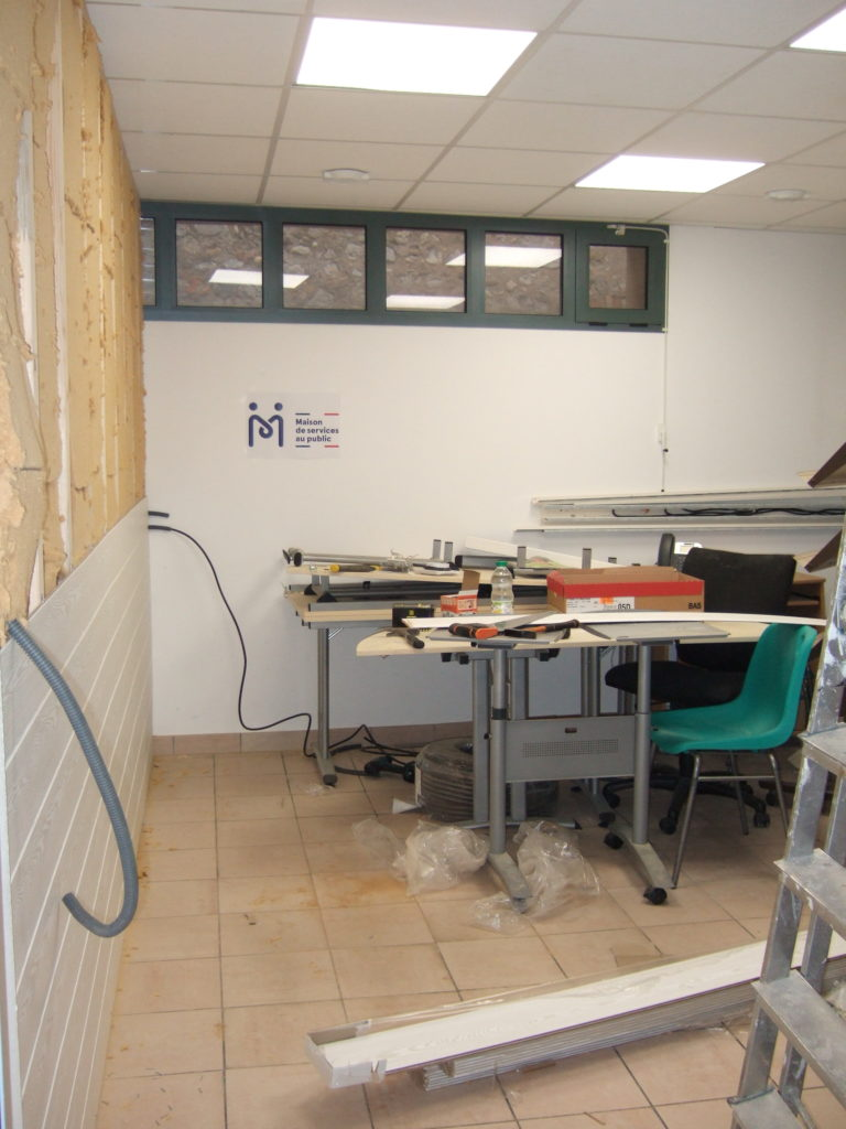 Depuis quelques mois, l'Espace France Services de Laragne accueille de nouveaux partenaires dans ses locaux (Relais Assistante Maternelle, Protection Judiciaire de la Jeunesse (PJJ), Chambre des métiers, Association pour le Droit à l'Initiative Economique (ADIE), Service Pénitentiaire de l'Insertion et de la Probation (SPIP)…)